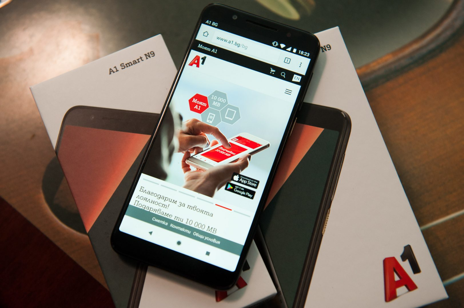 Представяме ви първият смартфон, разработен специално за нас – А1 Smart N9. Премиум дизайн на достъпна цена – с това A1 Smart N9 печели сърцата на още от пръв поглед. Моделът се отличава с изчистен дизайн, който съчетава стъклен корпус със златисти елементи.