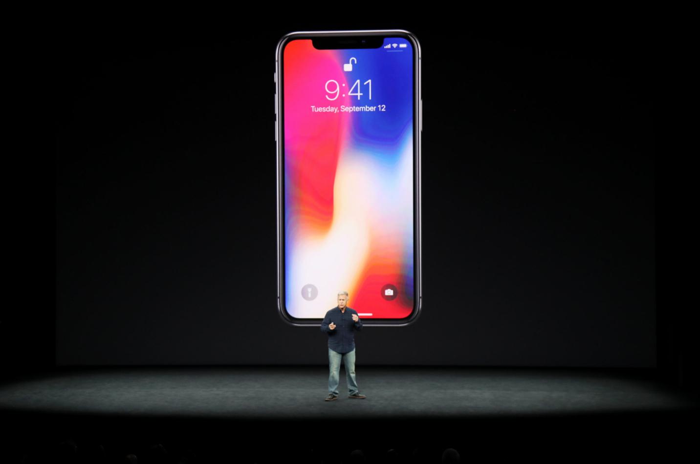 Apple в битка за лидерство на пазара с новите iPhone X, iPhone 8 и 8 Plus