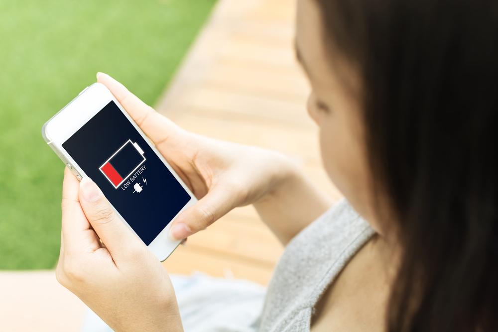 Смартфоните са популярни вече 10 години, а като концепция съществуват още по-дълго. За толкова време те са се развили доста и днес разполагат с впечатляваща производителност и функции. Но както преди, така и сега, основната им слабост остават батериите.