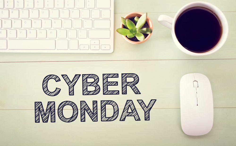 """Другият голям ден за намаления на стоки и услуги след """"Черния петък"""" е """"Кибер понеделникът"""" (Cyber Monday). През последните години той започва да измества """"Черния петък"""" по популярност и расте с огромни темпове. Освен начин да се купят евтино много стоки, Cyber Monday е от голямо значение за интернет като цяло."""