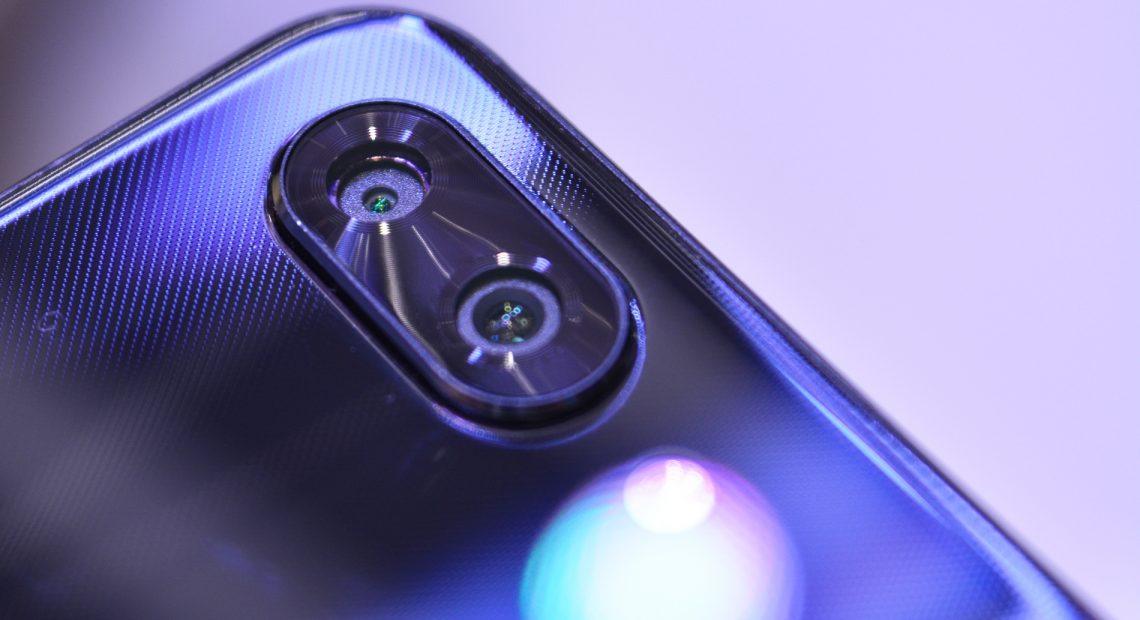 Големи дисплеи, съотношение 2:1, двойни задни камери – такива са повечето от новите смартфони, които видяхме на Световния мобилен конгрес 2018 в Барселона.