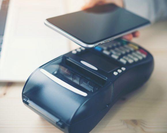 Ако допреди 10 години, използвахме телефоните си само за разговори и SMS съобщения, то днес те вече са мултифункционални смартфони. С тях правим снимки с с високо качество, използваме ги вместо компютри, за да работим и да се забавляваме, гледаме видео на огромните им дисплеи с живи цветове и улесняваме живота си.