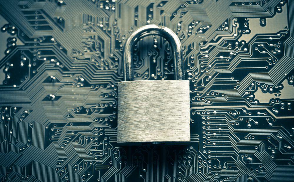 Заплашен ли е наистина Интернет заради спорната нова директива на ЕС? Въпросът се поражда от два нейни члена, които имат за цел намалят злоупотребите с авторското право в интернет, но в същото време могат да засегнат директно всеки потребител в глобалната мрежа.