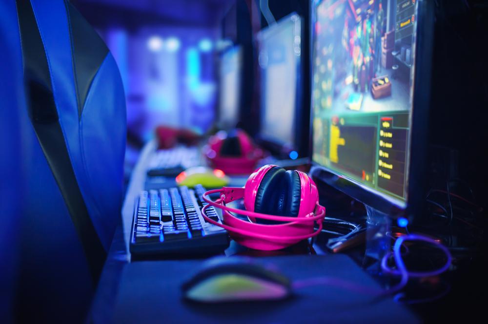 Добре дошли в света на електронните спортове - най-бързо развиващият се спорт, който вече мечтае и за място на Олимпийските игри.