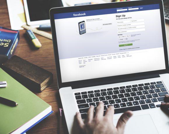 В дълго отворено писмо основателят на Facebook описва приоритетите и промените, които компанията ще реализира. Той казва, че фокусът на потребителите се е изместил и хората вече предпочитат да използват социалните мрежи, за да комуникират директно с приятелите си или чрез малки групови чатове.