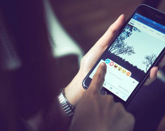След повече от година нестихващи скандали, Facebook е готова за промени. При това не само в основната си социална мрежа, а всички четири основни бизнеса, които включват още Messenger, WhatsApp и Instagram.