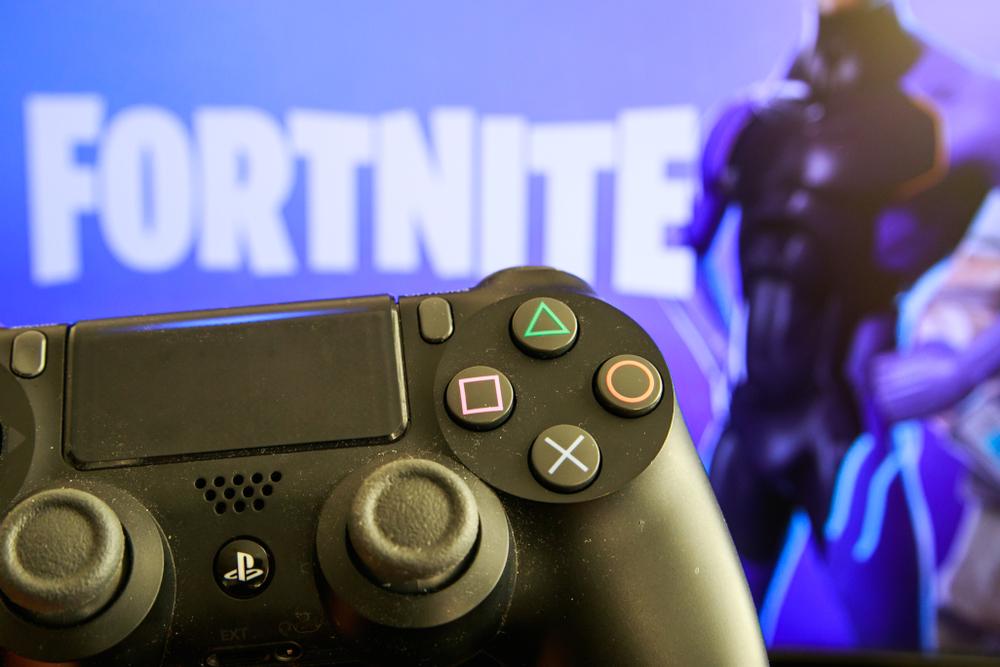 Голяма част от парите в гейминг индустрията вече не се генерират от продажби на игри. Популярност набира друг модел – безплатните игри, но с платено допълнително съдържание. А най-големият хит сред безплатните игри в момента е Fortnite Battle Royal.