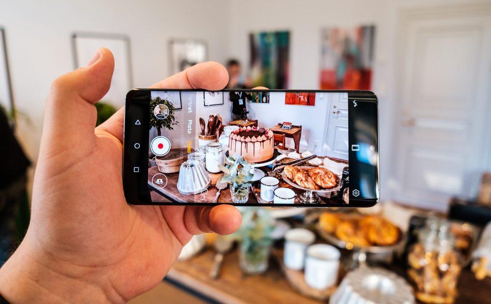 Може ли смартфон да направи по-добри кадри? Tези въпроси си задава човек, когато види как снима новиятHuawei P30 Pro. Поне за момента подобна идея изглежда невъзможна. На светло или при пълен мрак – този смартфон снима както никой друг досега. Но това не е всичко от Huawei P30 Pro – убедете се сами.