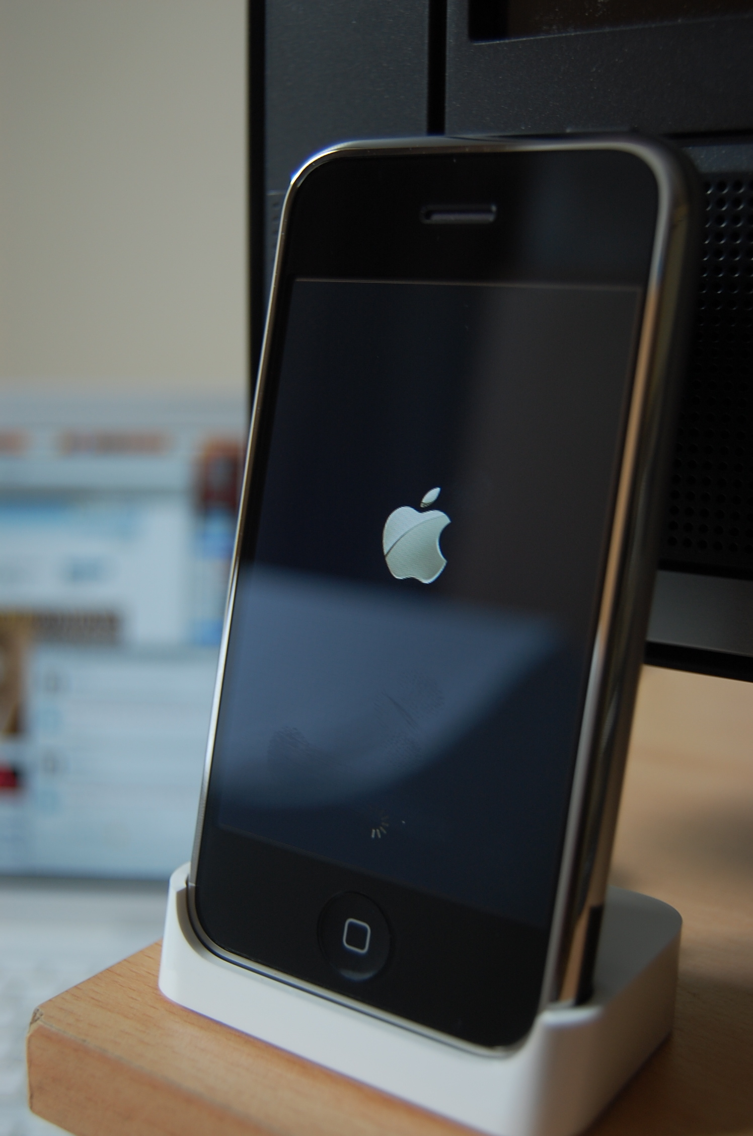 Оригиналният iPhone на 10 години