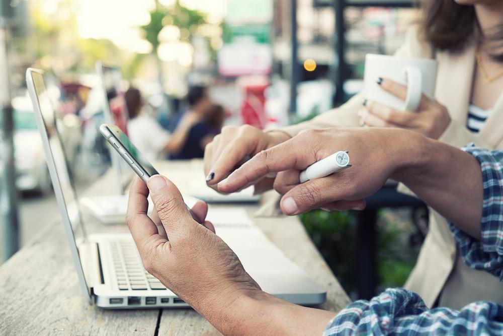 Представяме ви 5 неща от ежедневието, които смартфонът улеснява. С някои сме толкова свикнали, че дори не се замисляме какво би било, ако го няма в тях.