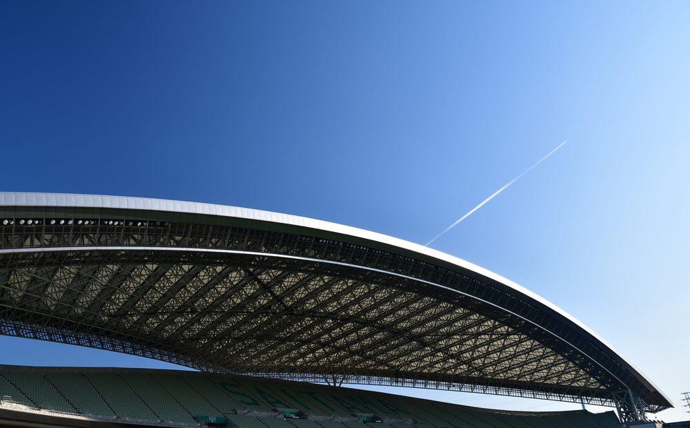 Подвижен покрив, отопление под седалките, WI-FI мрежа, електронни билети - това са малка част от технологиите на стадионите по света.