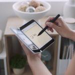Microsoft ще направи своето голямо завръщане на пазара на мобилни телефони след година. През есента на 2020 г. компанията ще пусне своя нов модел Surface Duo, чийто прототип представи сега.