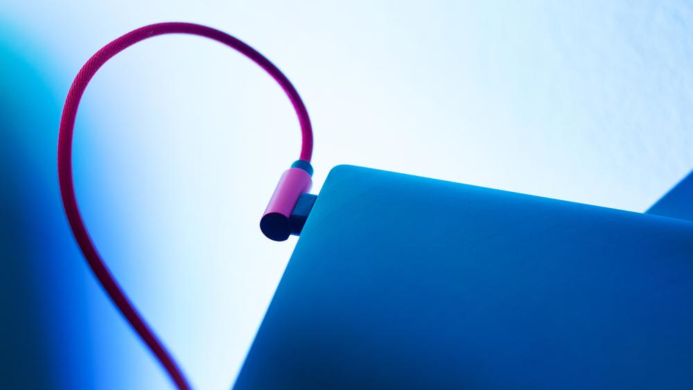 През тази година USB 4 ще стане официален стандарт. Новото поколение идва с големи очаквания и с амбицията да реши недостатъците на своите предшественици и да надгради постигнатото от тях.