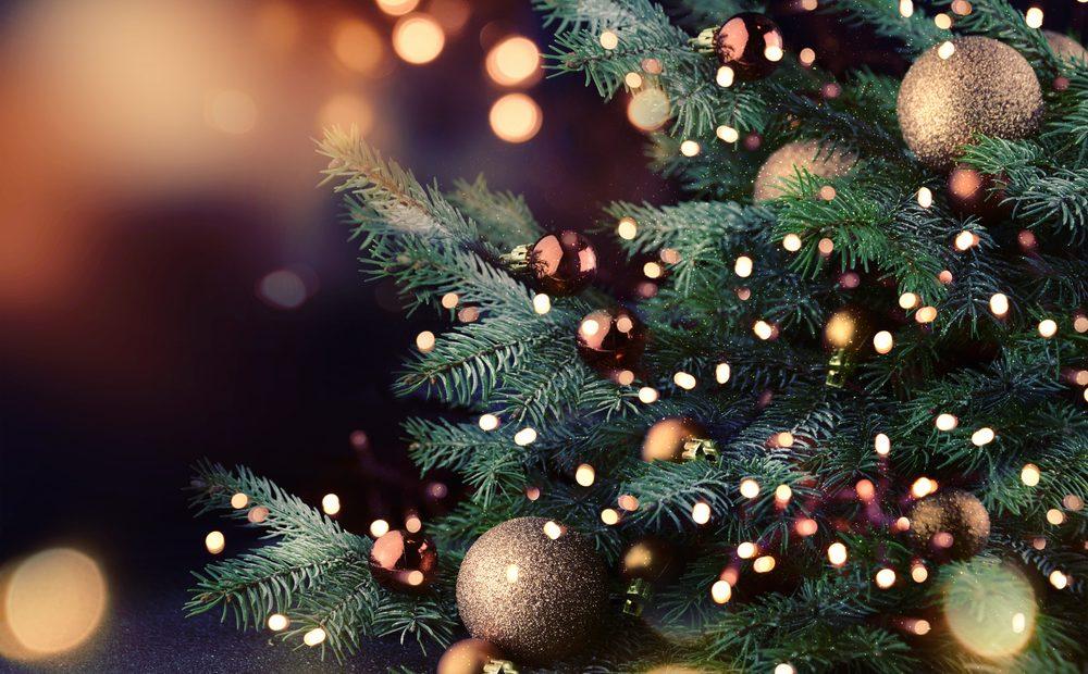 Помните ли празниците когато нямаше смартфони и всички бяхме концентрирани в преживяването единствено помежду ни? Между Коледа и Нова година, отправяме предизвикателството в миговете, споделени със семейството, да оставяме известията на смартфона си непроверени.