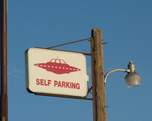Много се говори за интелигентните автомобили, но малцина дръзват да напомнят, че за тях ще са ни нужни и не по-малко интелигентни пътища. И тези пътища няма да са само хоризонтални.
