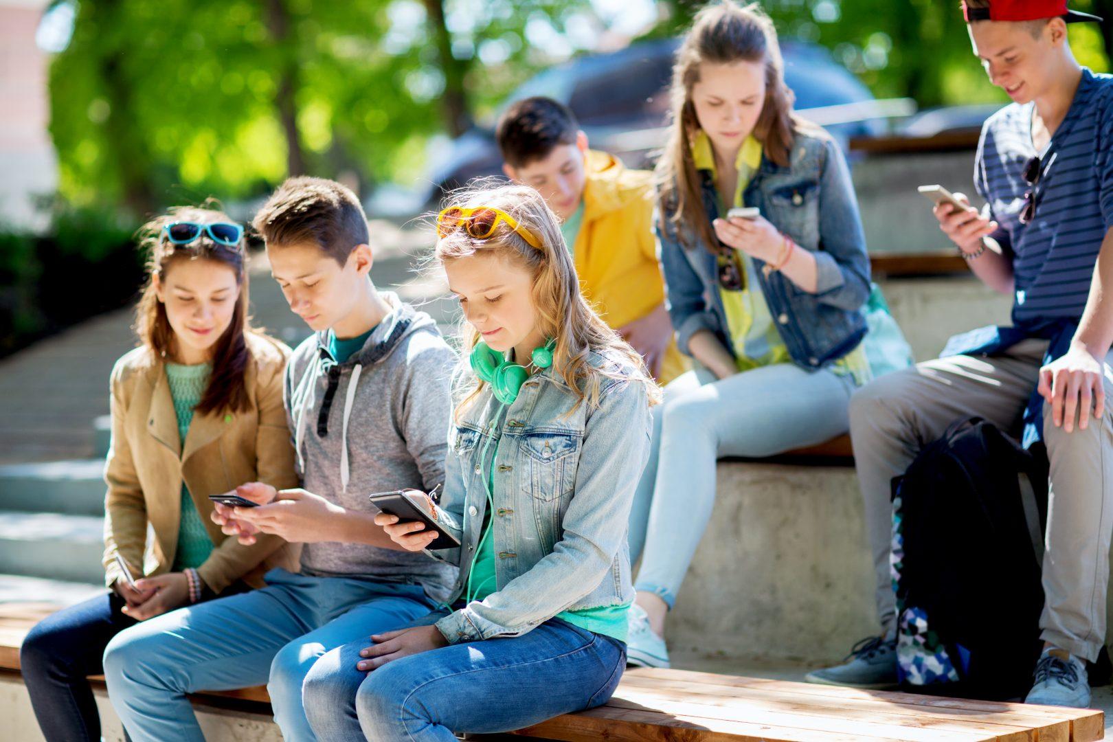 Деца със смартфони
