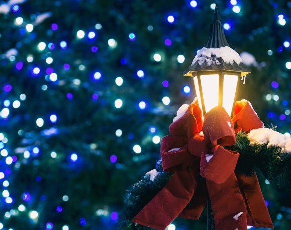 Идва ли твърде рано коледната украса? Има ли причина на много места по света празничната светлина да озарява хората още в началото на ноември?