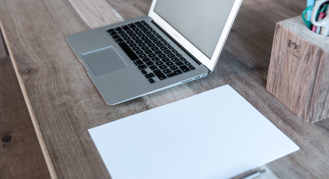 Обучението онлайн например е сред страхотните възможности, които интернет пространството ни разкрива. Представяме ви няколко български платформи, които могат да бъдат от полза както на ученици, така и на студенти, а защо не и на хора от всякакви възрасти.