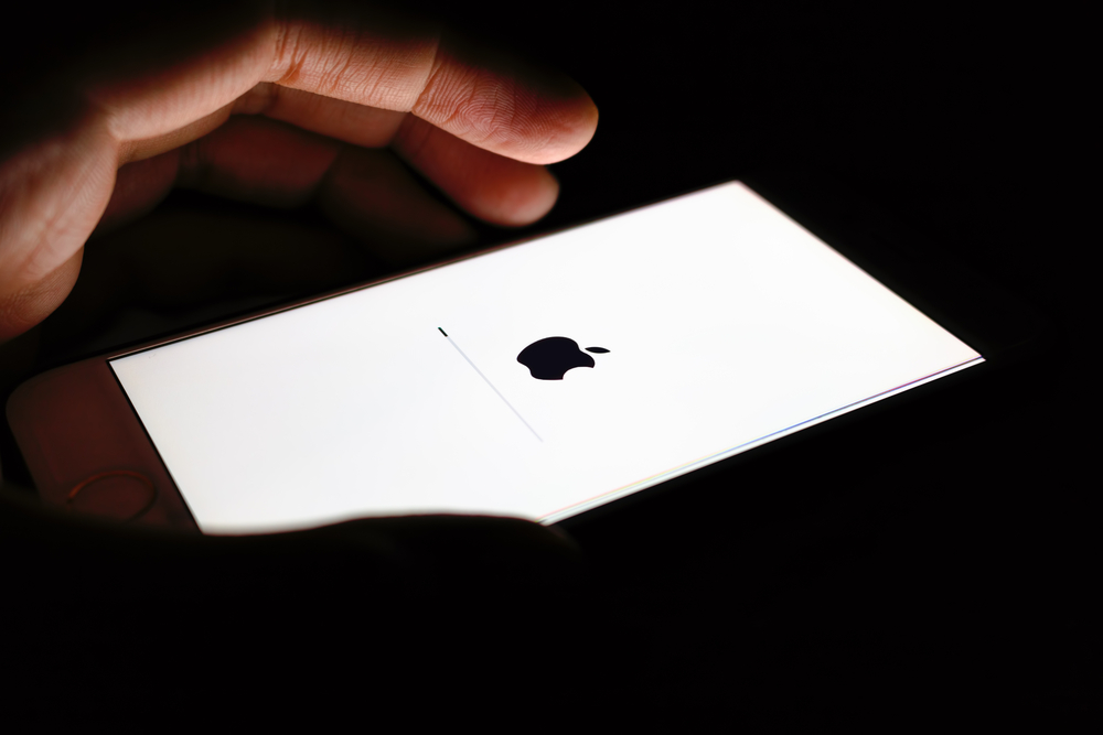 Нова година, ново поколение на iOS. Тази седмица Apple представи 12-тата поредна нова версия на мобилната си платформа, която е в основната на успеха на iPhone и iPad. През 2018-а Apple се съсредоточава главно върху производителността и устройствата, които използват новата версия на iOS.