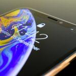 Не е изненада, но ще го кажем –няма друг смартфон като iPhone XS MAX. Най-новият и най-голям iPhone в историята на Apple идва с амбицията да впечатли. И го прави – с изтънчения си дизайн, с дисплея, с камерите си, със своята бързина... с всичко. Думите са излишни – гледайте и ще разберете защо.