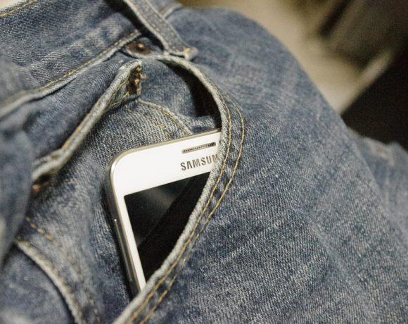 Как да почистим зацапания си телефон или таблет?