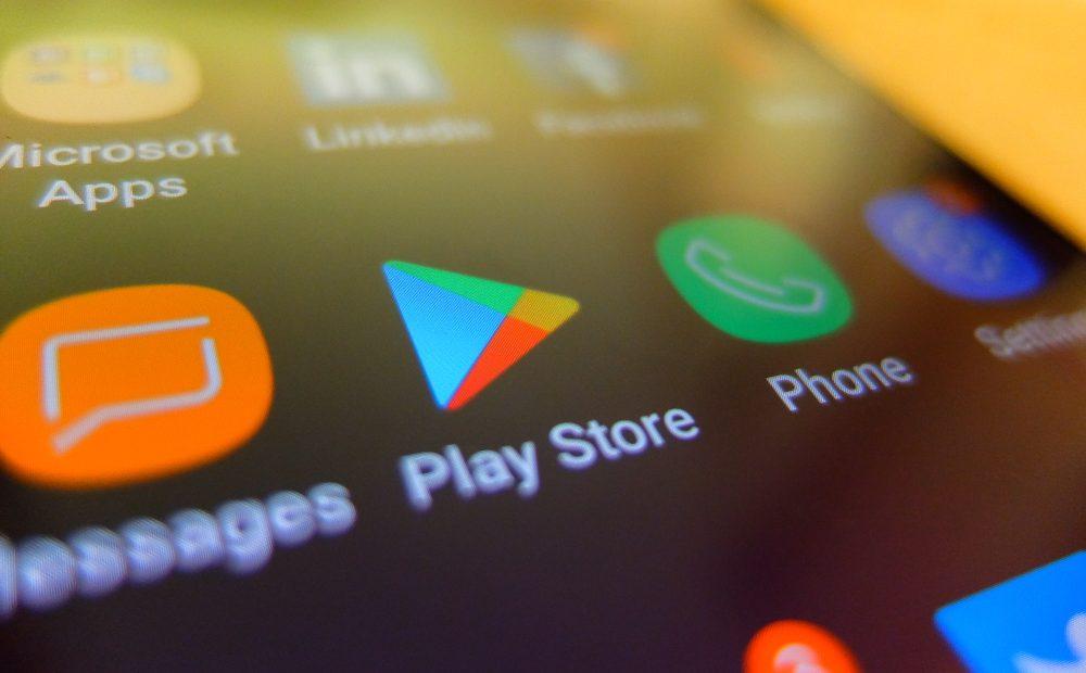 Има много причини Android да е най-популярната мобилна операционна система в света. Една от тях е свободата, която предлага на производители и разработчици. Тя им позволява да създават най-различни приложения и услуги, но това има и своите недостатъци.