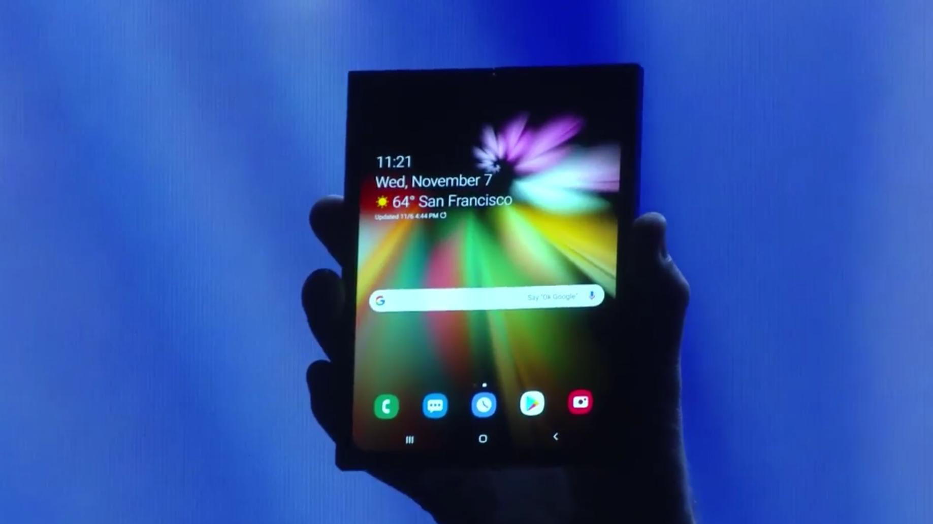 Ерата на сгъваемите телефони вече е тук. Samsung разкри новия си, сгъваем смартфон вчера. Добрата новина е, че Samsung хич не е единствена в това начинание – няколко други големи (и малки) имена вече са дали заявката си да се конкурират в този нов сегмент.