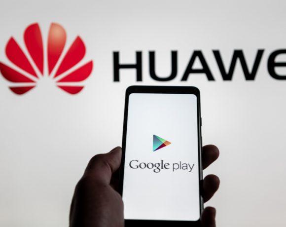 Забраната изисква спирането на действащи дългосрочни партньорства. Например сътрудничеството между Google и Huawei в разработката на Android