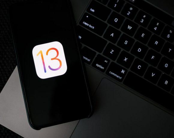 Представянето на новите модели на Apple бе вълнуващо събитие за всички почитатели на технологиите. Но заедно с новите устройства, заслужено вълнение предизвиква и новата версия на операционната им система – iOS 13. Софтуерът включва нови функции и подобрения, достъпни и за някои по-стари модели устройства от Apple.