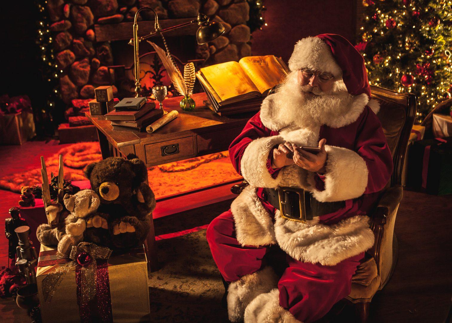 Дядо Коледа Дядо Коледа се обажда по телефона в А1 А1 Блог