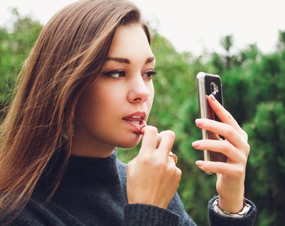 Мобилни приложения за по-ефикасен грим