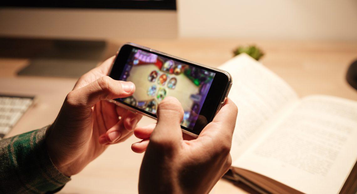 Мобилните игри срещу компютърните