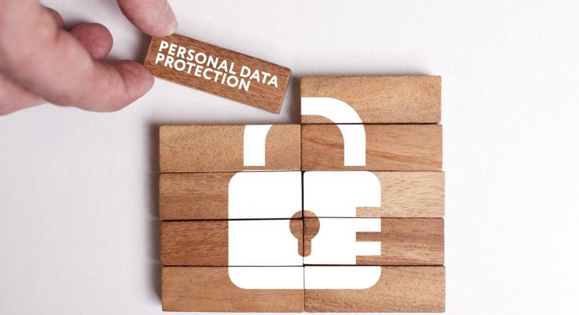 """Макар експерти редовно да напомнят колко е важна личната киберсигурност. Когато става дума за защита на личните данни, много хора не реагират и се """"пускат по течението"""" без да прилагат никакви стъпки в тази насока. Вижте няколко практични съвета, които да прилагате с цел защита на личните ви данни в интернет."""