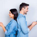 Доста често жените и мъжете имат коренно различни мирогледи и възприятия, но дали това се отнася и когато става дума за избора на технологични устройства в същата степен, както и при избора на дрехи и козметика например? Има ли наистина дамски и мъжки смартфони и ако да – какво ги определя като такива?