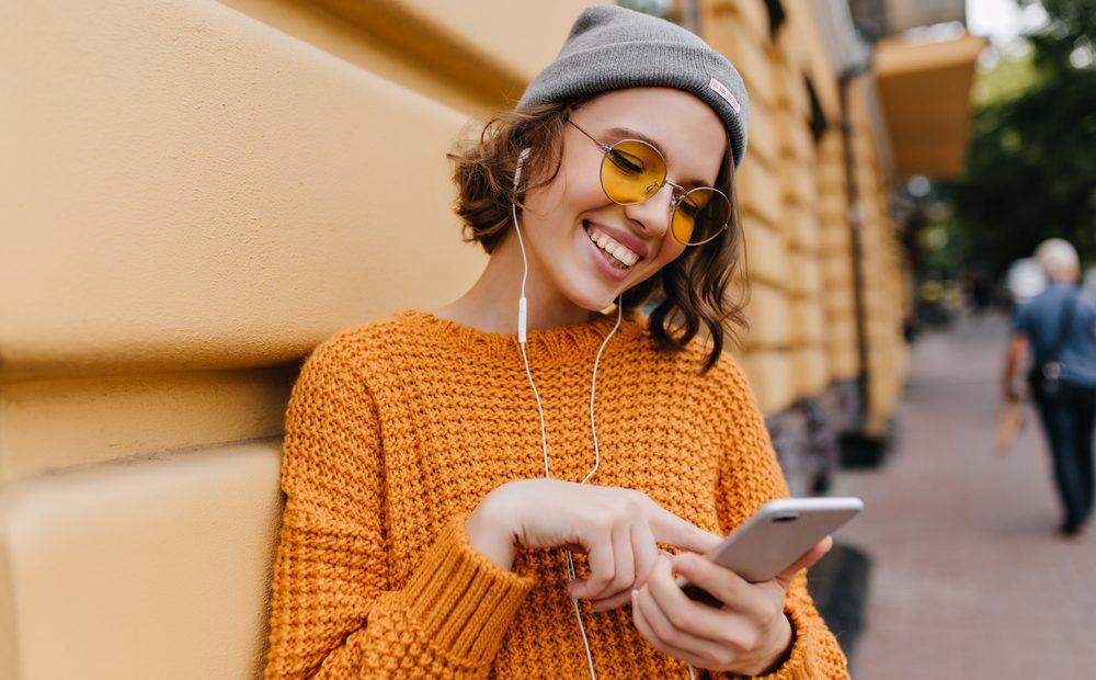 За период от 20 години мобилните телефони са се трансформирали от символ на социален статус и скъпа играчка в най-верния ни партньор. Това показват резултатите от годишното проучване на A1 Telekom Austria Group, изследващо влиянието на мобилните технологии върху обществото и как се променя връзката на потребителите с тях.