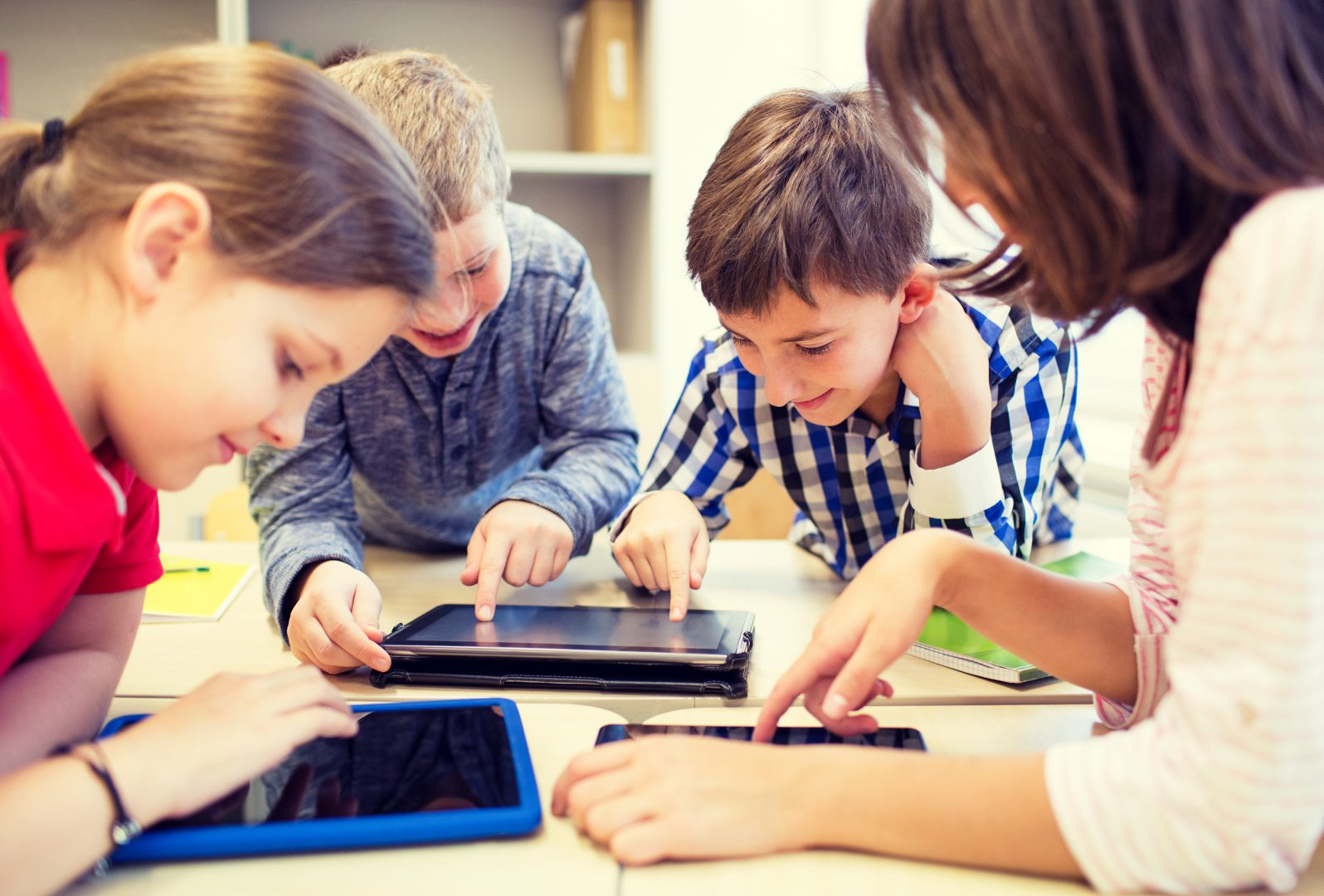 """деца """"Да"""" на нов таблет за ученика А1 Блог"""