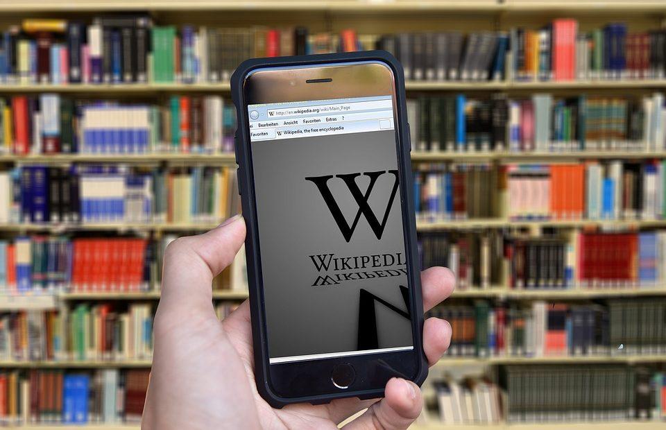 Замисляли ли сте се кой пише съдържанието на всички материали в wikipedia? Доброволци, които отделят от своето време, за да научваме интересни неща. Готови ли сме обаче и ние самите да дадем своя принос, има ли смисъл и защо да го правим? Вижте в блога на А1.