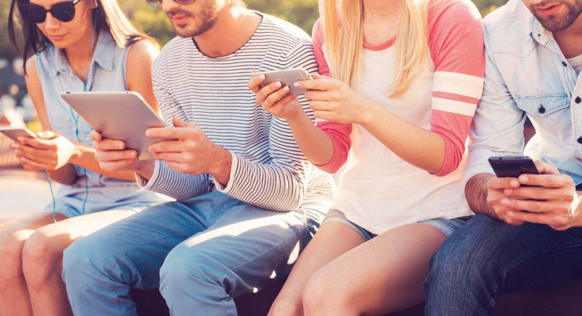 Facebook изживява доста тежка година с поредица от скандали. Освен това социалната мрежа има и един сериозен проблем – губи интереса на младите потребители. Проучване на Pew Research Center дори посочва, че тийнейджърите напоследък сами се опитват да намалят времето, което прекарват в социалните мрежи.